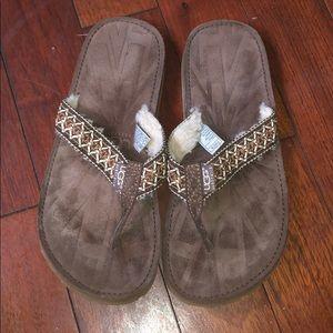 UGG Australia Size 8 Flip Flops Chestnut Brown